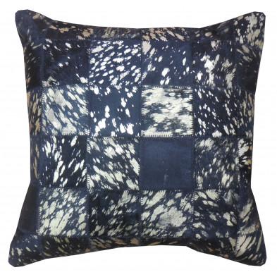 Coussin décoratif moderne  45x45 cm en peau de vache teinté coloris or sur fond noir collection Meehan